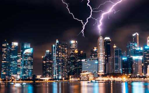 Salesforce Lightning over skyscraper (1)